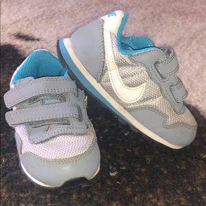 Nike sneakers SZ 6c
